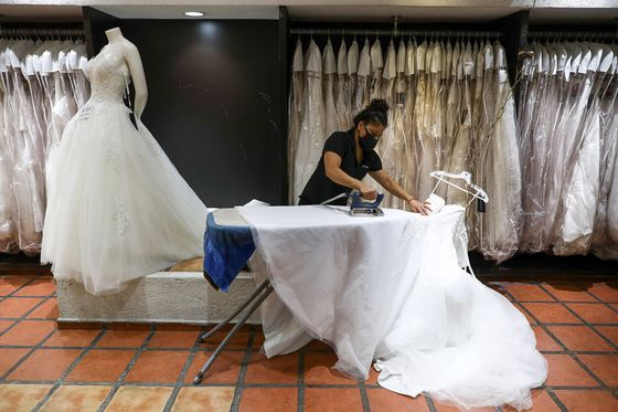 Massive Weddings in Mexico Are Unchecked Superspreader Events