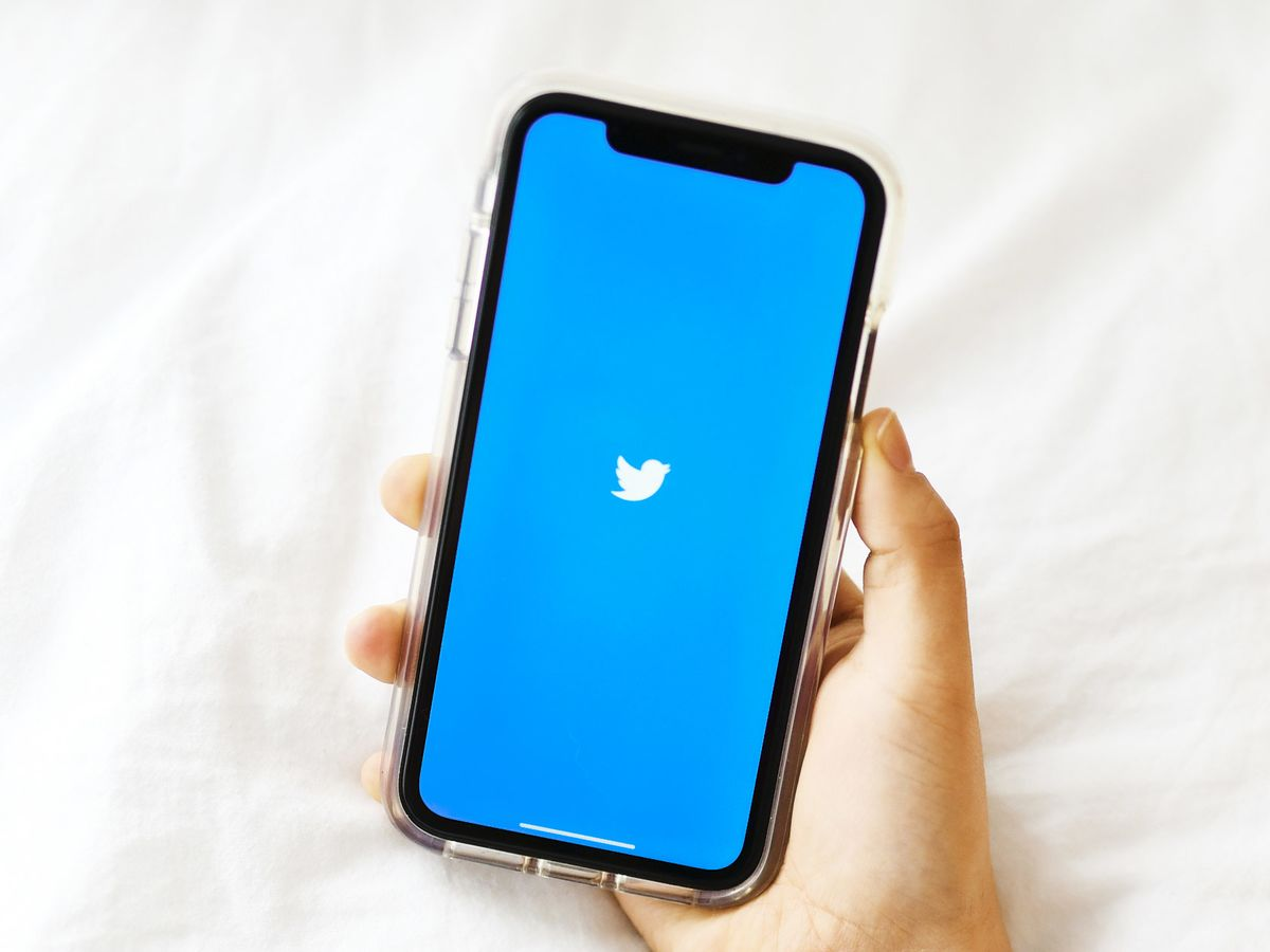 Twitter Rallies as User Count, Revenue Impress Wall Street