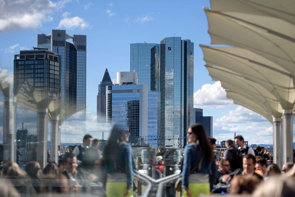 Deutsche Bank Reviews Capital Raising as Option for Overhaul