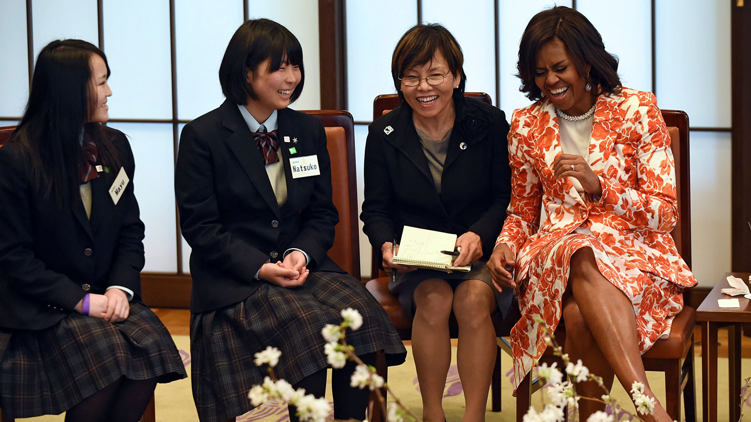 Obama meets with Tokyo students