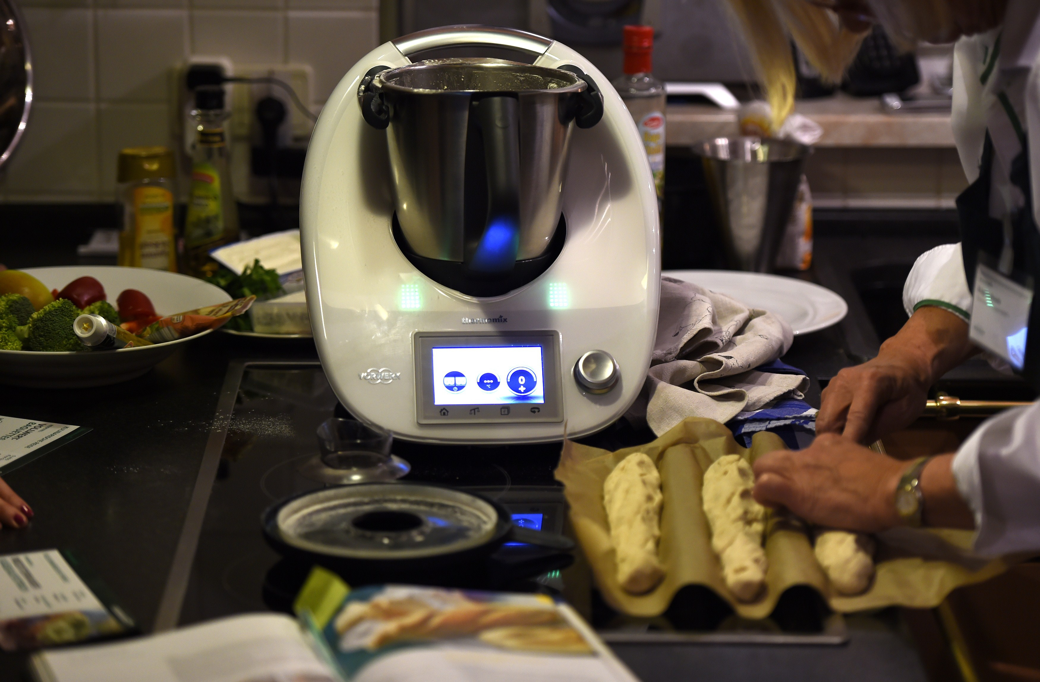 Uncategorized Thermomix Kitchen Appliance your kitchen needs a 1400 thermomix bloomberg