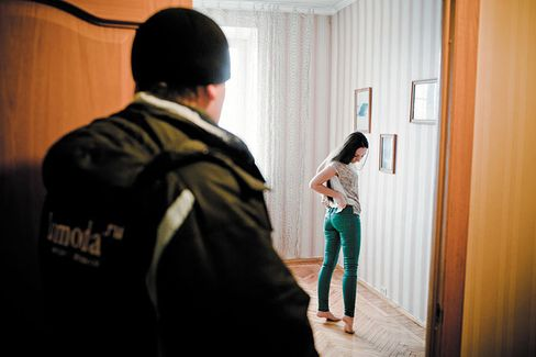 Russia: Where the Deliveryman Gives Fashion Advice