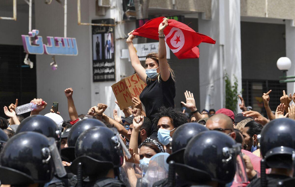 Understanding the Unraveling of Tunisia's Revolution