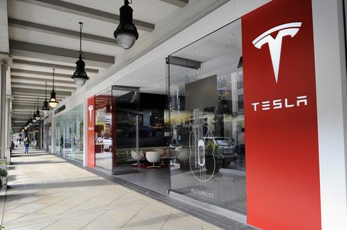 The Tesla Motors Inc. showroom in the Santana Row Mall San Jose in San Jose, CA, on Aug. 20, 2015.