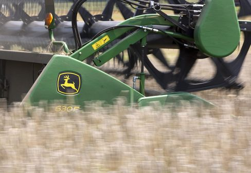 Deere Issues Record Debt as Profit Falters
