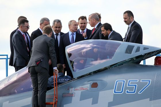 Putin Pitches New Warplane to Erdogan as U.S.-Turkey Ties Strain