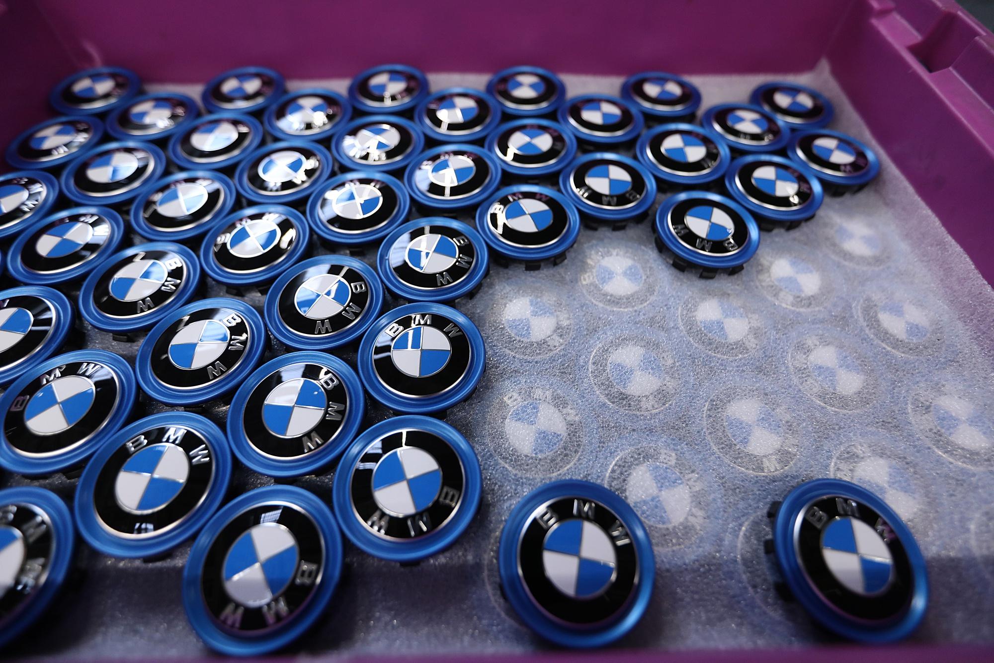 bloomberg.com - Oliver Sachgau - BMW Warns of Profit Slump and Sets a $25 Billion Savings Plan