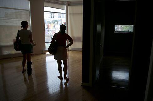 Housing Seen Shrugging Off Rate Rise as Banks Loosen