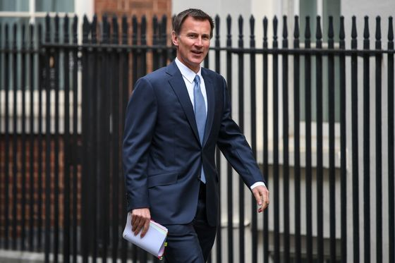 Hunt Urges Tories Not to Challenge PM May Until Brexit Done