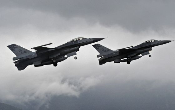 China Protests Possible Trump Move to Sell F-16s to Taiwan