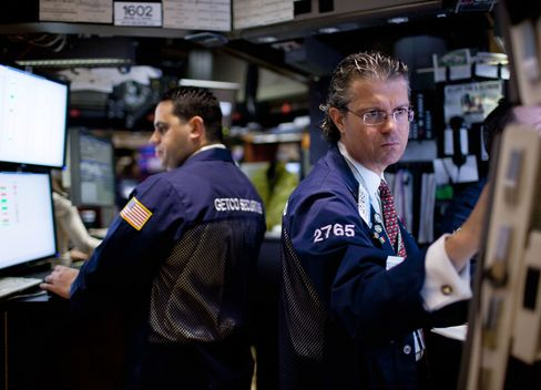 U.S. Stocks Drop as HP Slump Outweighs Jobless Claims Report