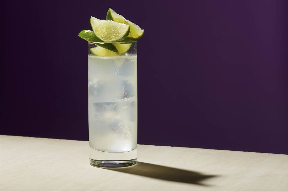 Gin Rickey Recipe The Most Simple Of Summer Cocktails Bloomberg