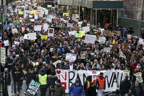入国制限への反対デモ