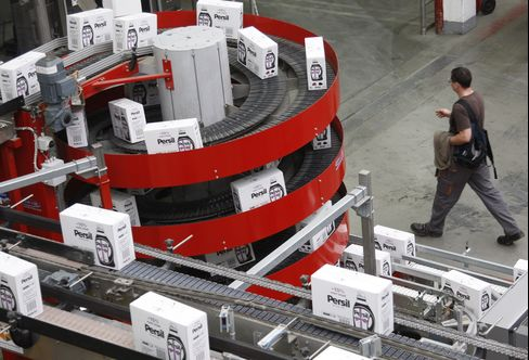 Euro-Area Manufacturing, Services Industries Expand