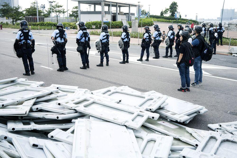 Hong Kong's Lam to Meet Media as Pressure Rises After Protests