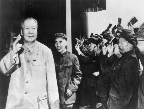 Mao Zedong Smokes in Public