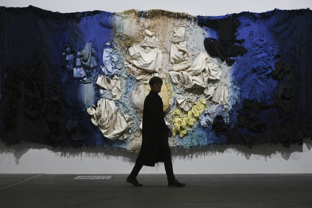 At Art Basel 20 Million Impulse Buys Are The New Normal Bloomberg