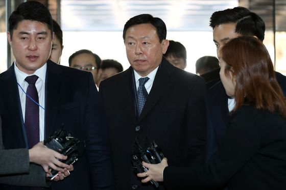 Lotte Chairman Shin Freed as Court Suspends Corruption Sentence