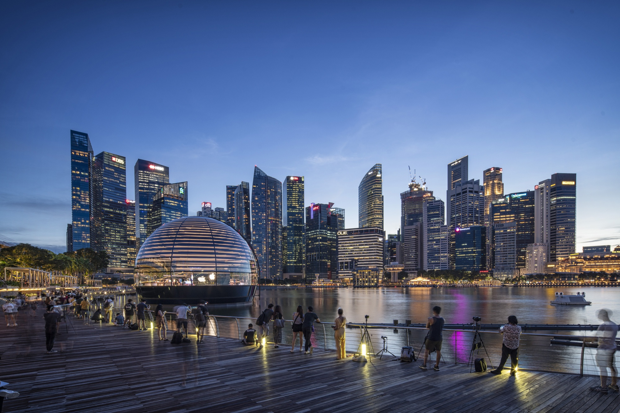 Apple Inc. Opens New Store at Marina Bay Sands