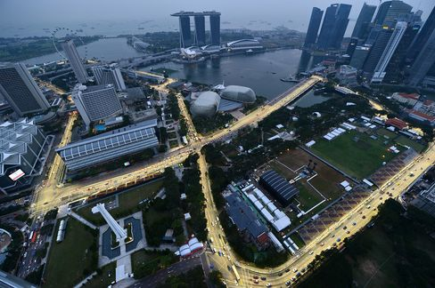 Singapore Boosts Tourism Spending With Formula One Amid Slowdown