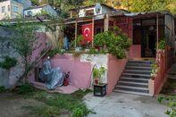 A Gecekondu in the Küçük Armutlu neighborhood of Istanbul