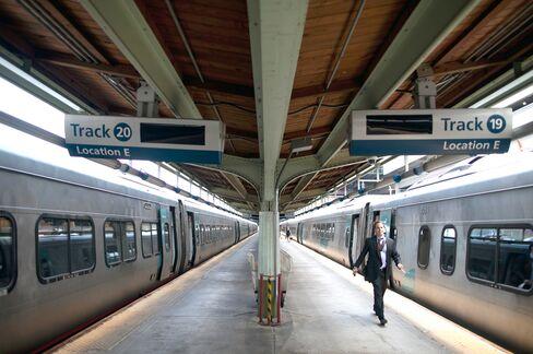 Amtrak Serving Wine and $23 Mahi-Mahi Loses Millions on Food