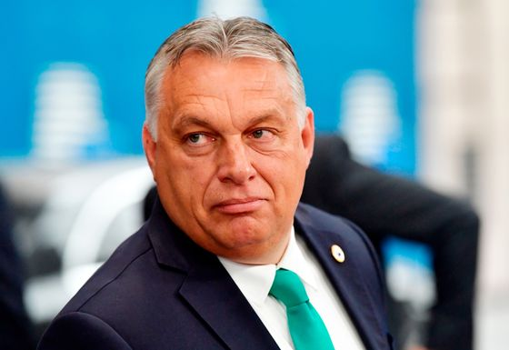 Orban Calls Merkel 'Brilliant' After EU Budget Compromise: Welt