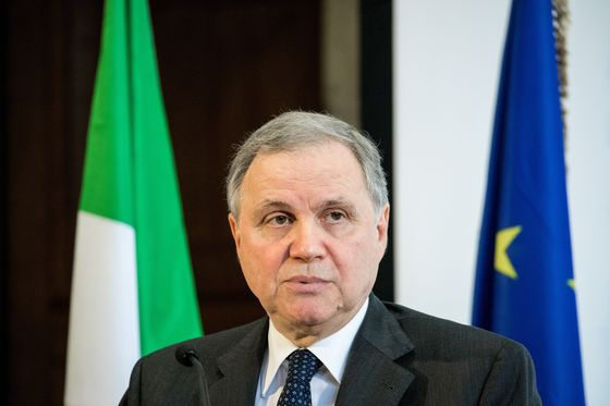 Visco Doesn't See Attacks on Bank of Italy's Independence