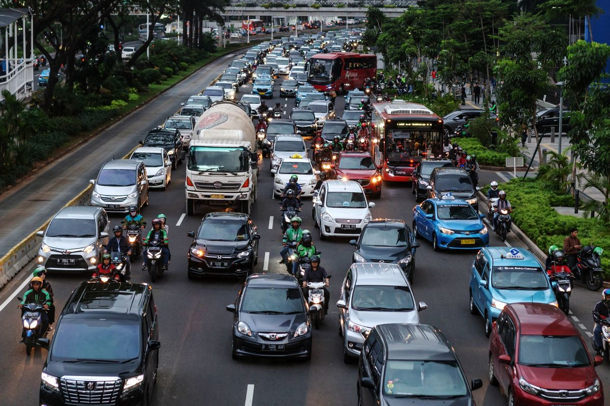 Grab Is Facing Off Against Tesla Taxis in Indonesia