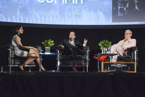 John Paulson (center) and Michael Tennenbaum (right) discuss their investments at the Puerto Rico Investment Summit. Source: Puerto Rico Investment Summit