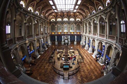 European Stocks Gain as Spain's Borrowing Costs Drop