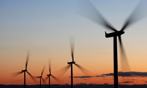 Renewable Energy Investment Drops 34% to Lowest in Two Years