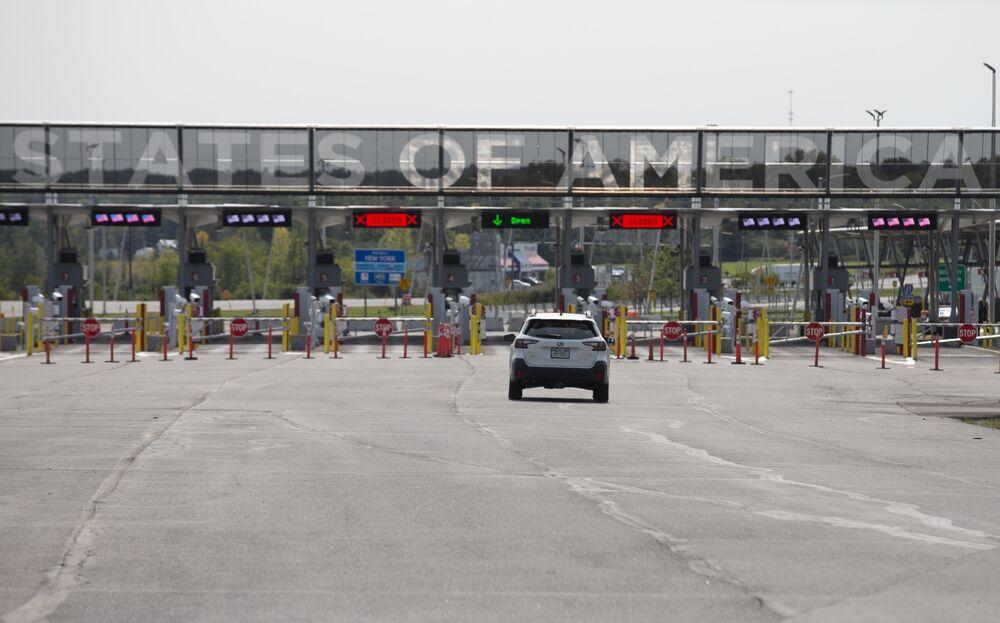 Coronavirus News Frustration Builds Over Canada U S Border Restrictions Bloomberg