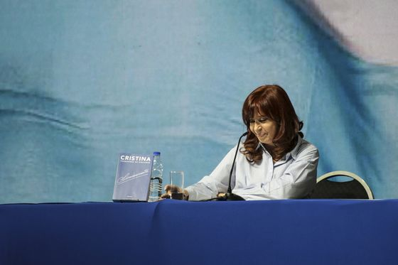 Argentina's Kirchner Calls for Broad Pact to End Currency Woes