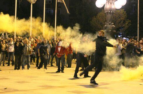 Macedonians protest President Ivanov in Skopje