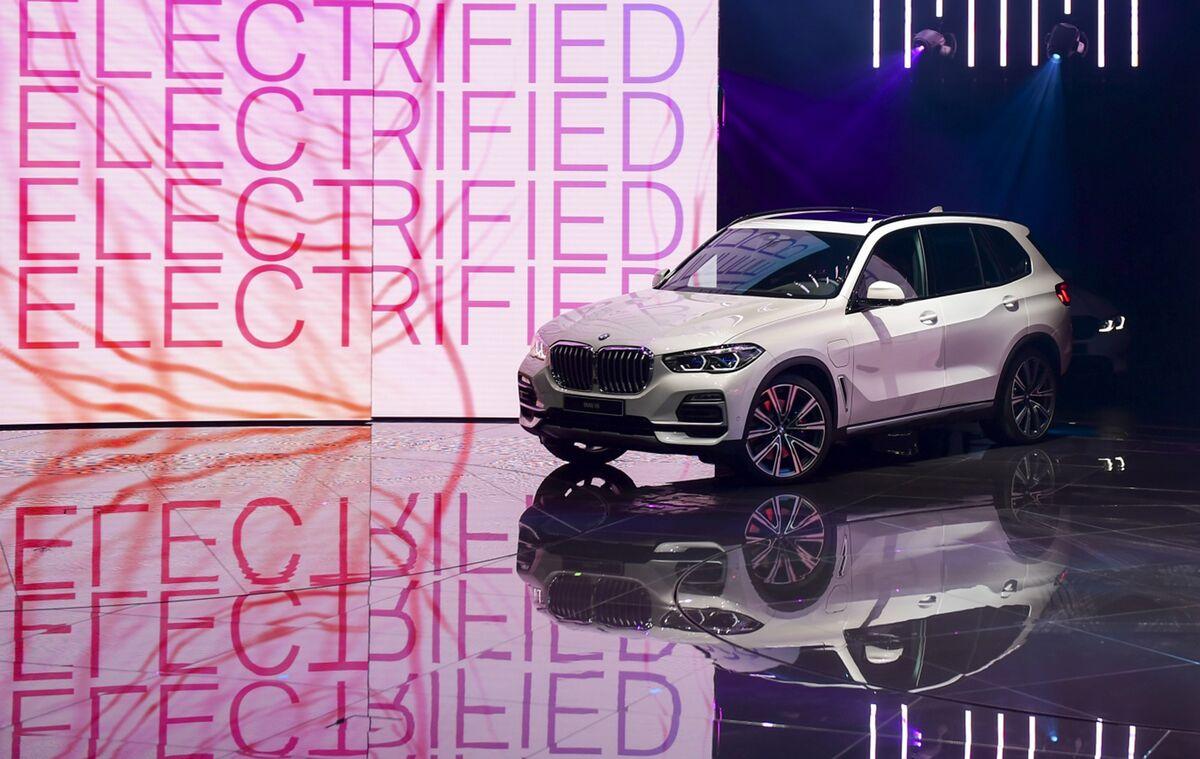 Bmw Beats Lexus Mercedes Benz For 2020 U S Luxury Sales Crown Bloomberg