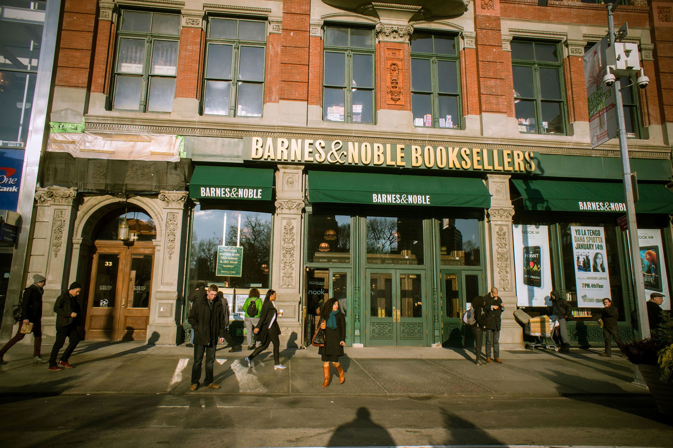 relates to Barnes & Noble's New Plan Is to Act Like an Indie Bookseller