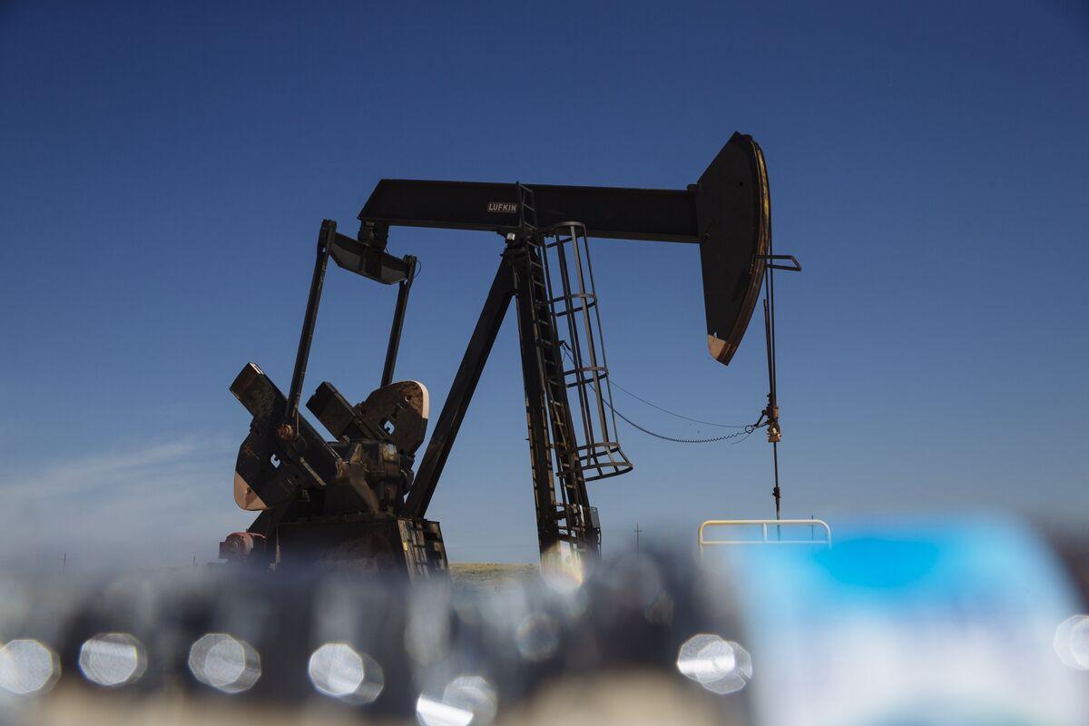 bloomberg.com - Elizabeth Low - Oil Falls Back to $40 as Flight Slump Adds to Demand Concerns