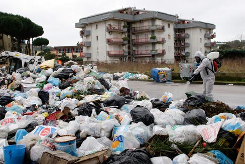 Berlusconi Struggles to End Naples Garbage Mess