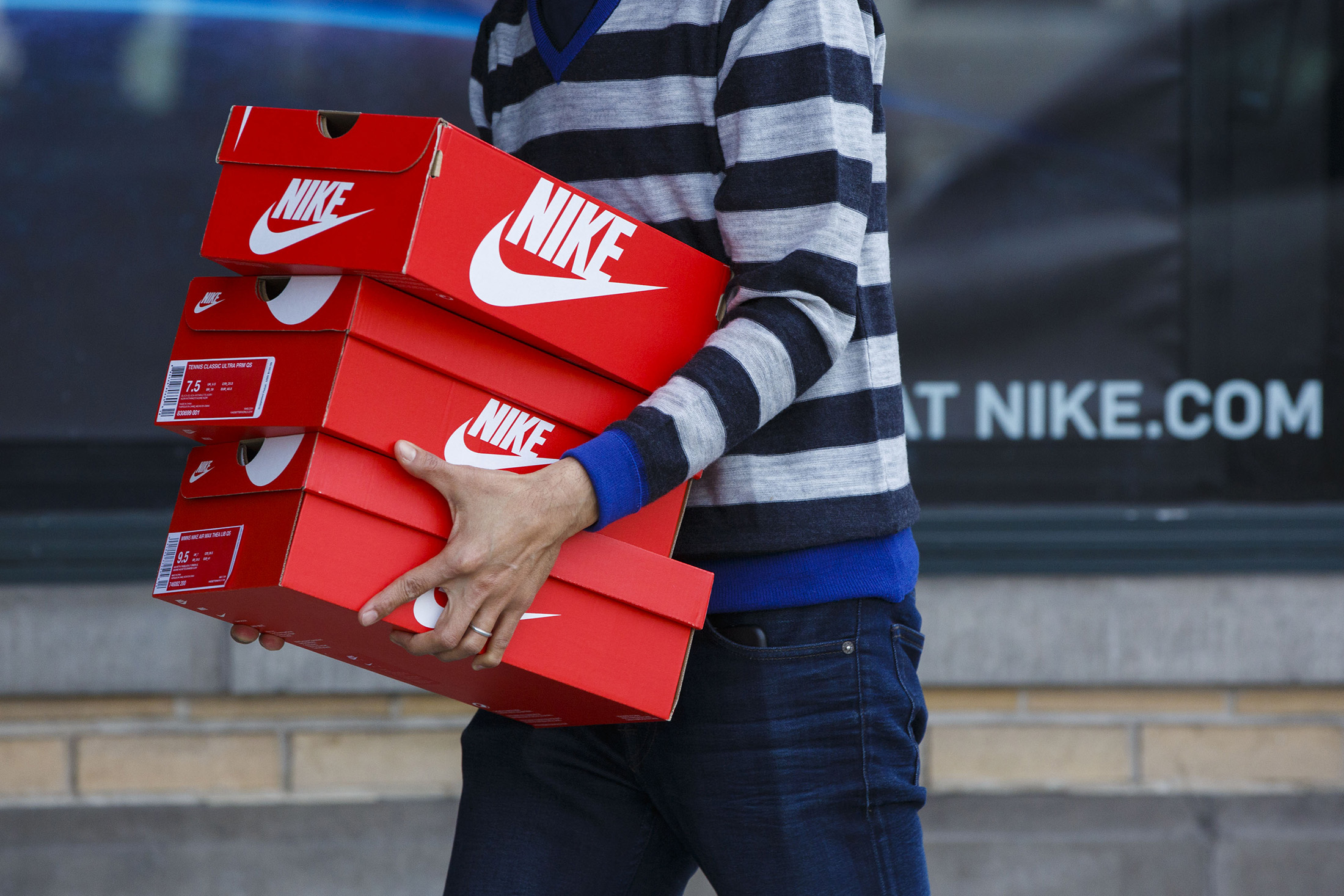 violación marca Raramente  Nike Pulling Its Products From Amazon in E-Commerce Pivot - Bloomberg