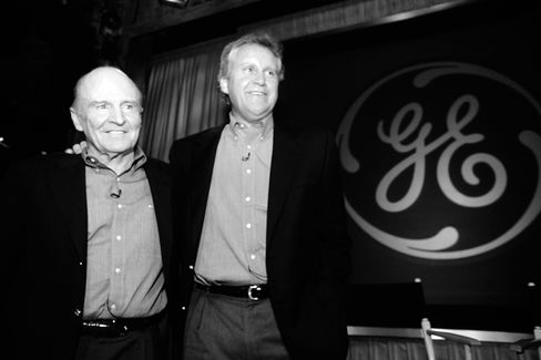 Jack Welch and Jeff Immelt at a press conference in New York announcing Immelt aspresident andchairman-elect of GE on Nov. 27, 2000.