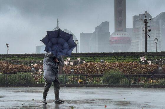 Shanghai Mega-Ports Shuttered as Typhoon In-Fa Slams East China