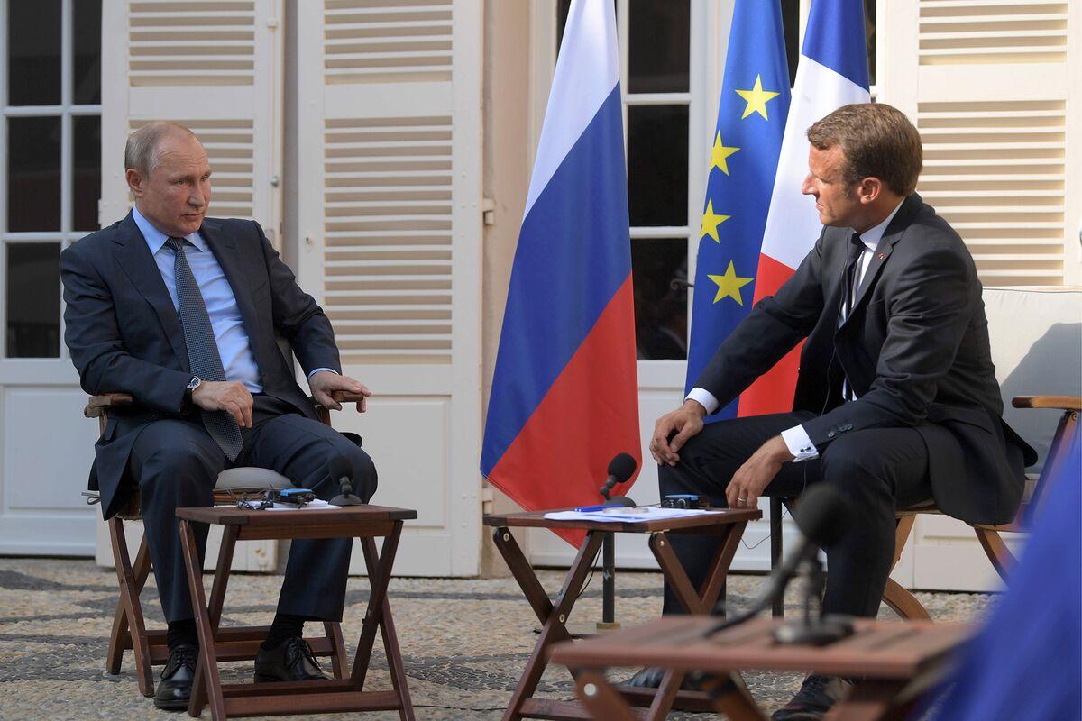 Macron Says G-7 Needs Ukraine Progress Before Russia Comes Back