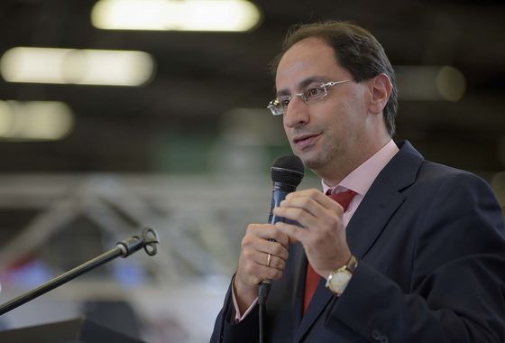 Colombia Will Fight to Keep Bond Rating, Finance Chief Says