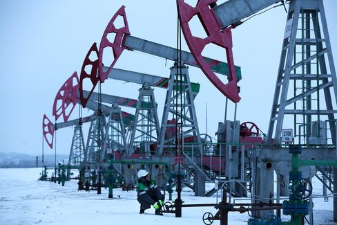 Russian Oilfields, Pumping Jacks And Storage Operated By Bashneft PAO
