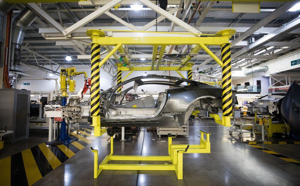 U K Car Industry Joins European Jobs Wipeout To Battle Slump Bloomberg