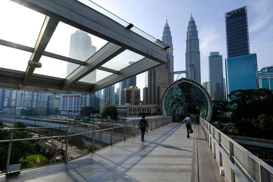 Malaysia Stocks Rise as Full Lockdown Avoided to Allow Recovery