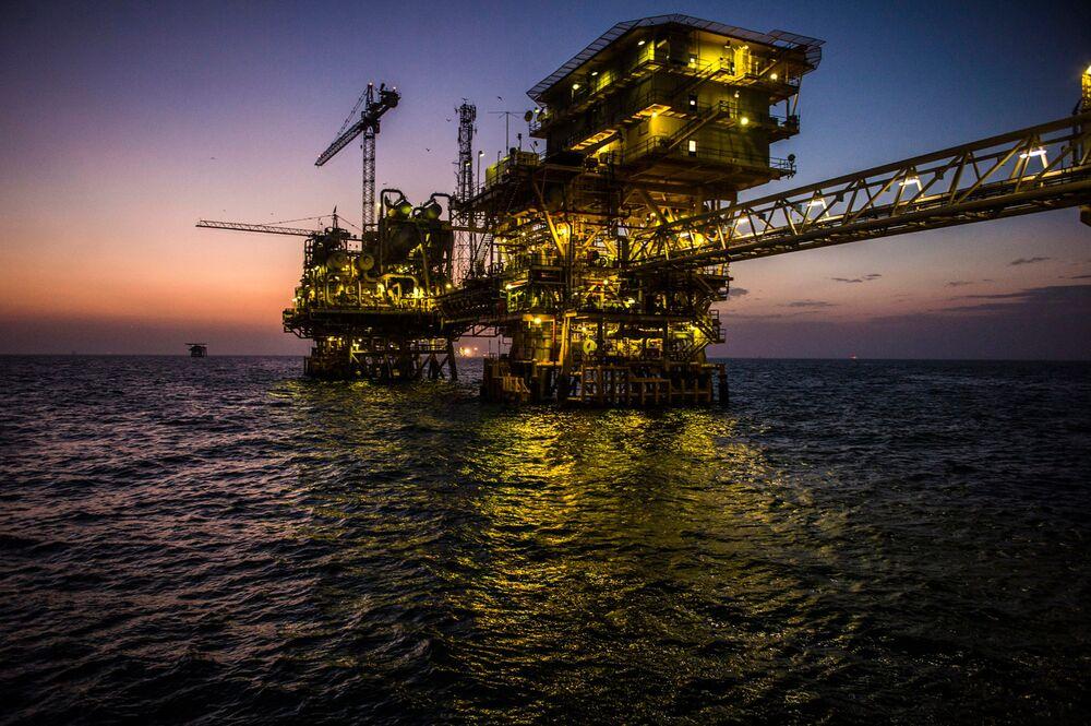 Saudi Arabia Quietly Decreasing Dependence on Crude Exports: Lee