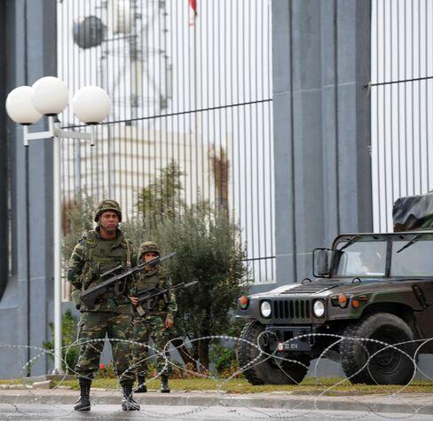Tunisia Deploys Military in Tunis