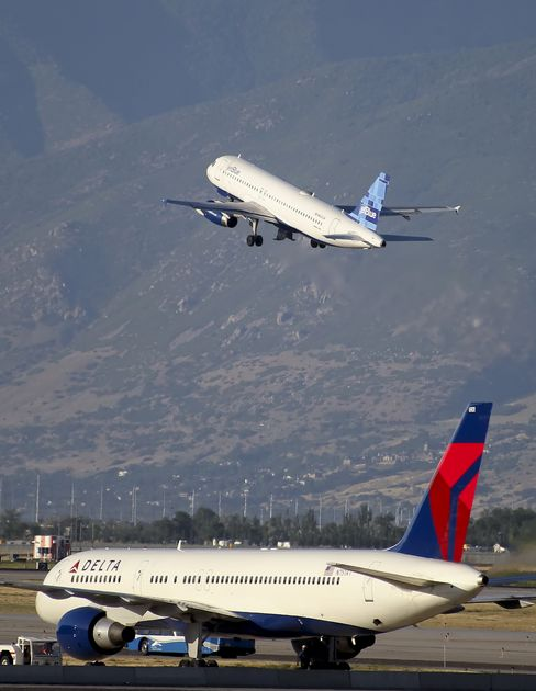 American Leads Airline Price Boost, FareCompare Says